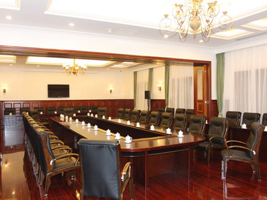 Multifunctional meeting rooms