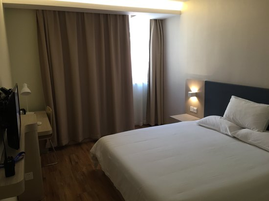 Superior Queen Room A