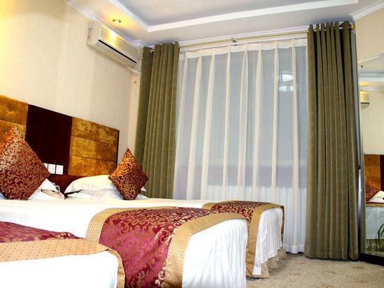 Elegant Triple Room