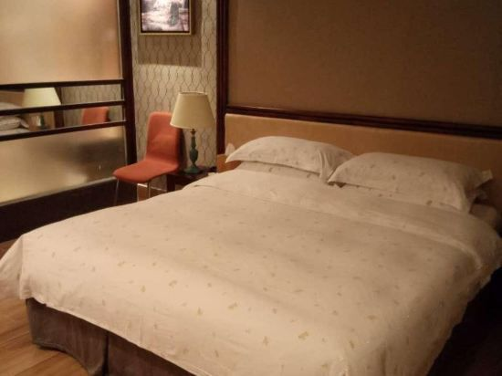 Villa C Delicate Room