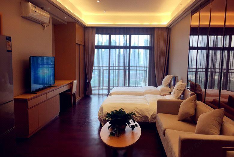 Deluxe Garden-View Twins Room