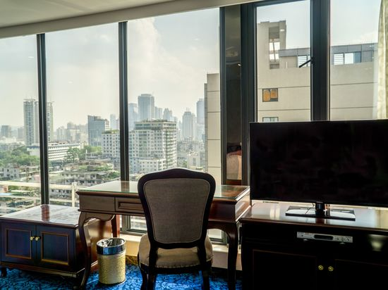 Panoramic Business Room