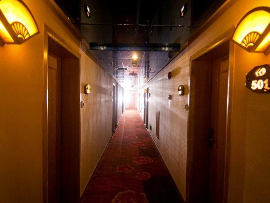 新装修楼层走廊