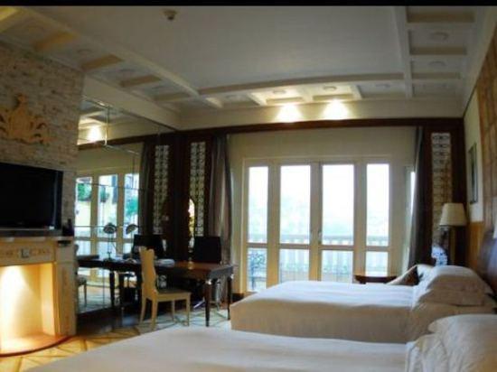 豪华湖景双床房