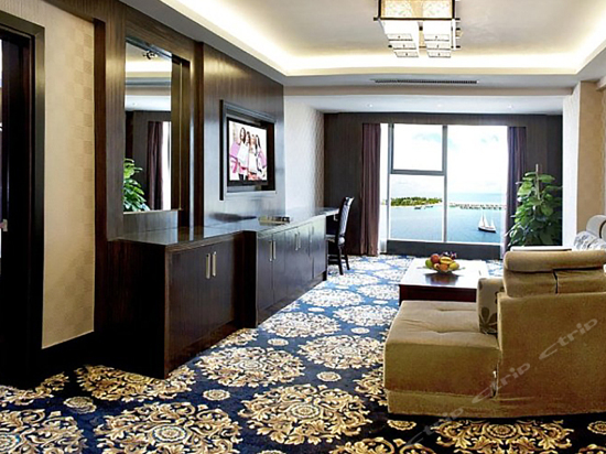 Ocean-view Business Suite