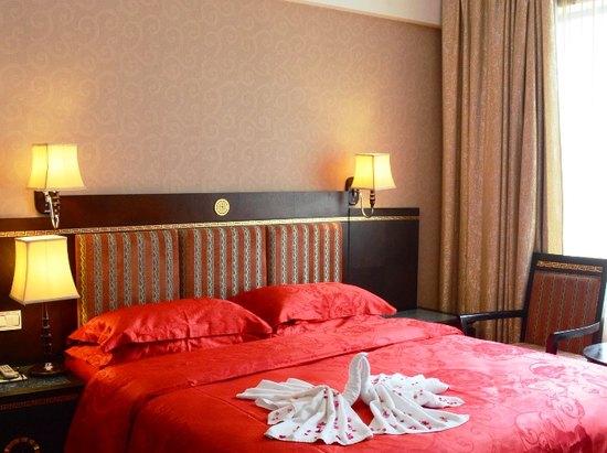 South building Couple Honeymoon Queen Room