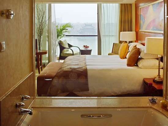 Lake-view Deluxe Suite