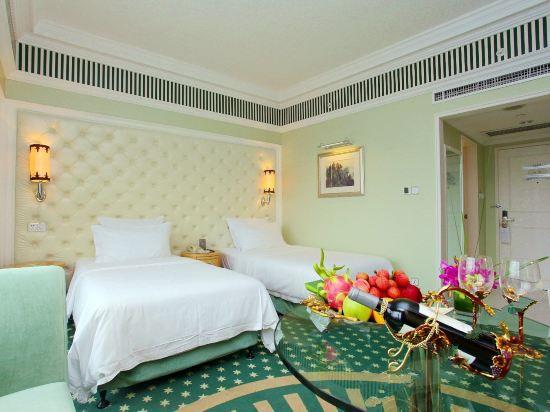 Premier Queen Room