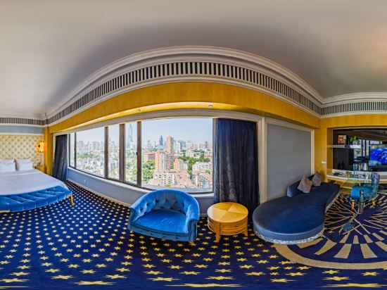 Panoramic Room