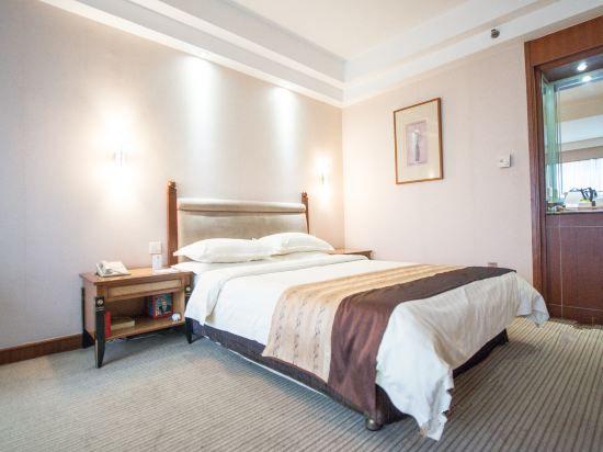 Smart Queen Room