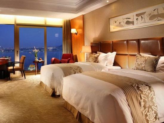 豪華湖景雙床房