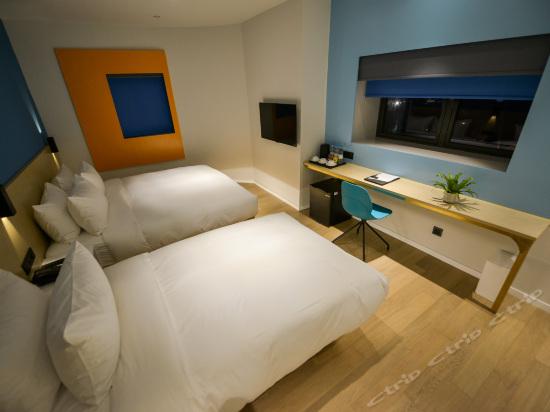 Panoramic Triple Room