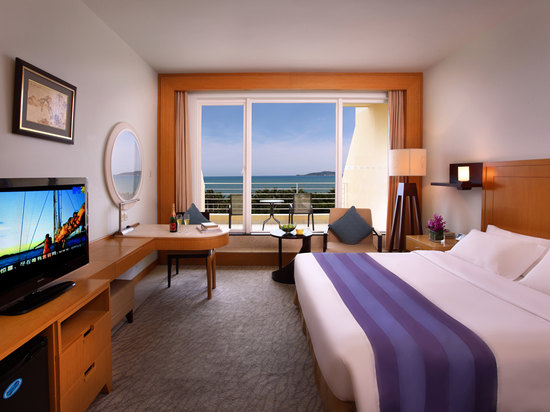 Deluxe Panoramic Ocean-view Room
