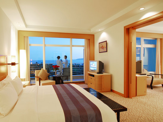 Deluxe Panoramic Ocean-view Suite