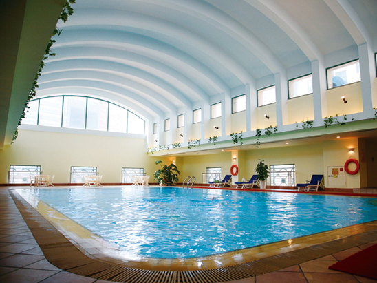 恒温游泳池