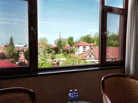Garden-view Queen Room