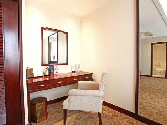 Deluxe Street-view Room