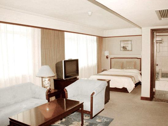 Spuerior Street-view Deluxe Room