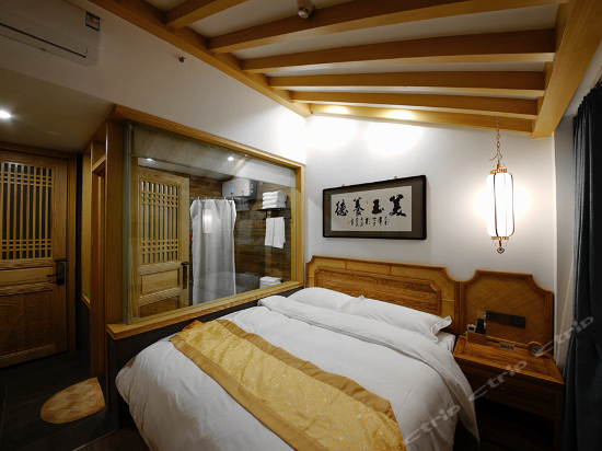 Panoramic Queen Room B