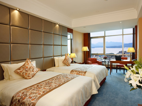 Classic Executive Lake-view Twin Room