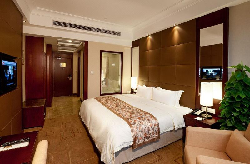Superior Business Deluxe Queen Room