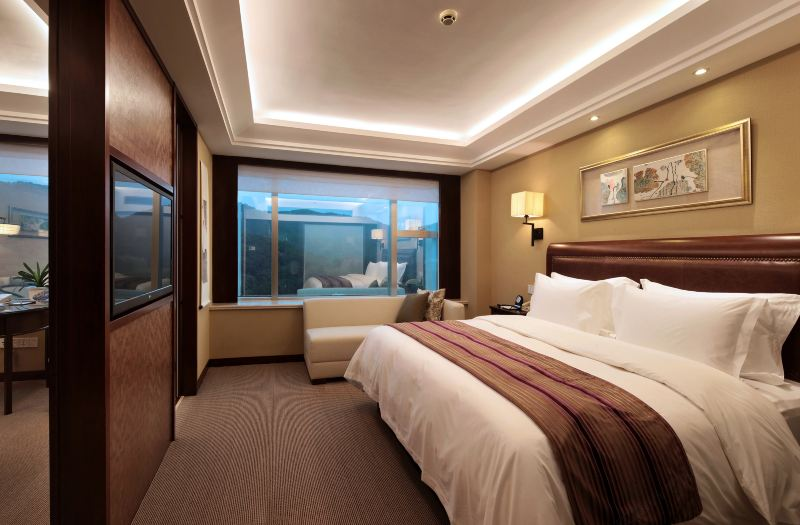 Mountain-view Suite