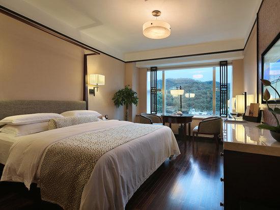 Mountain-view  Superior  Queen Room