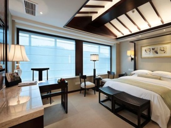 Hillview Deluxe Business King Room