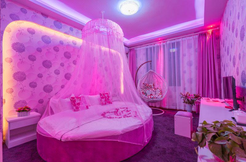 浪漫温馨主题房