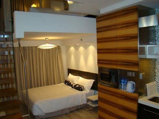 Deluxe Multi-level Twin Room
