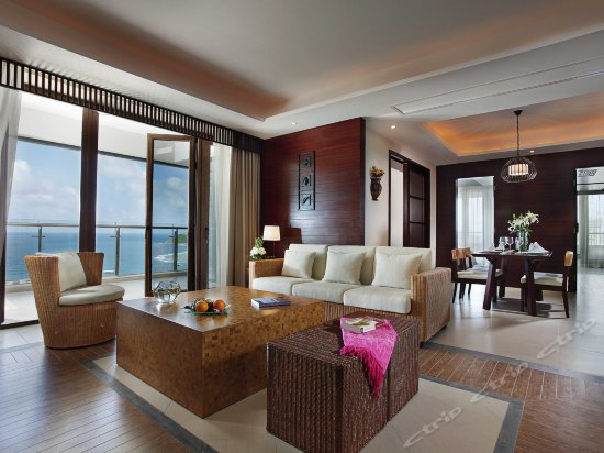 Ocean-view 3-bedroom and 2-living room