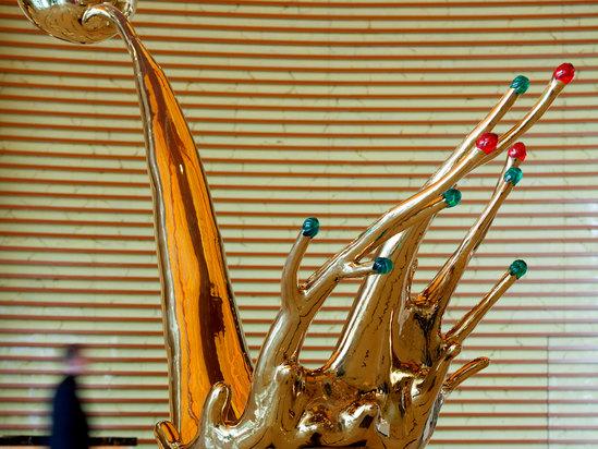 大堂-雕塑 北京欢迎你