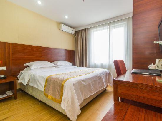 現代大床房
