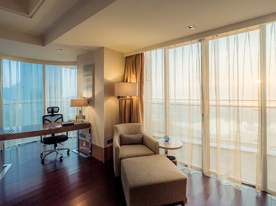 Grand Sea-View Suite