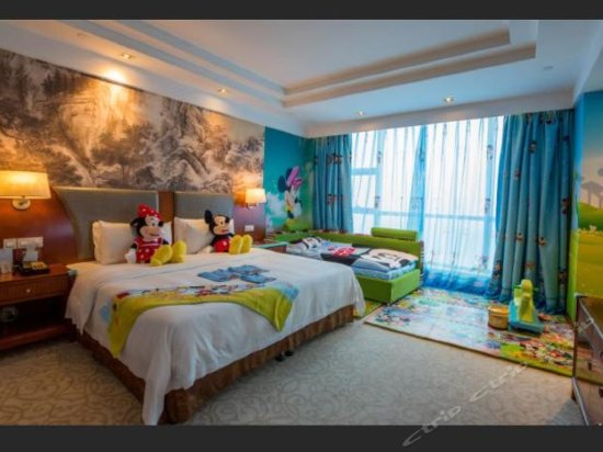 Dream House Family Thematic   Room