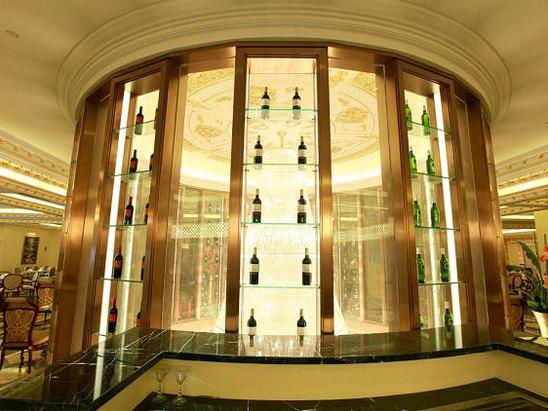 西餐红酒展示区
