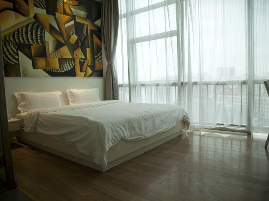 智能高级大床房