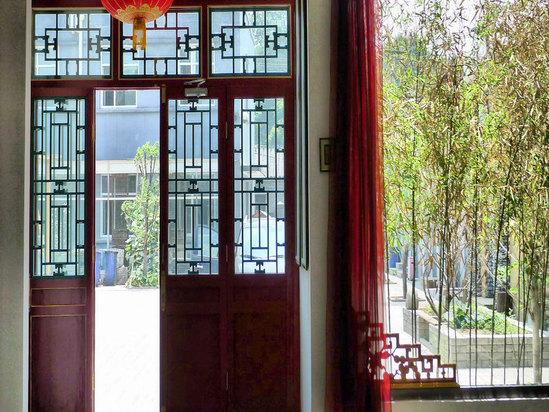 大堂庭院的门