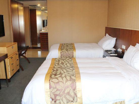 Standard Queen Room B